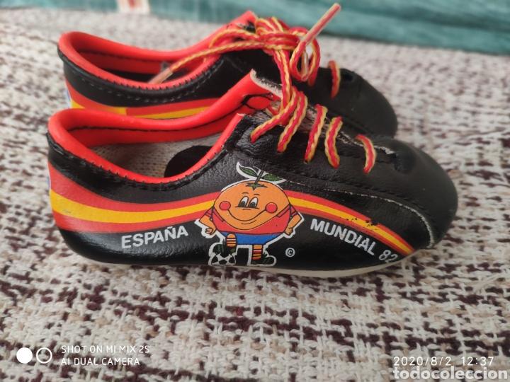 Coleccionismo deportivo: BOTAS SOUVENIR MUNDIAL 82 ESPAÑA EL NARANJITO - Foto 2 - 213460513
