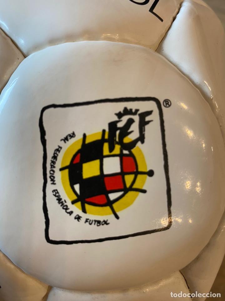 Coleccionismo deportivo: Lote España Eurocopa 1996 Fútbol Colección Balón Adidas Revista Don Balón y Naipes Fournier - Foto 5 - 215710777