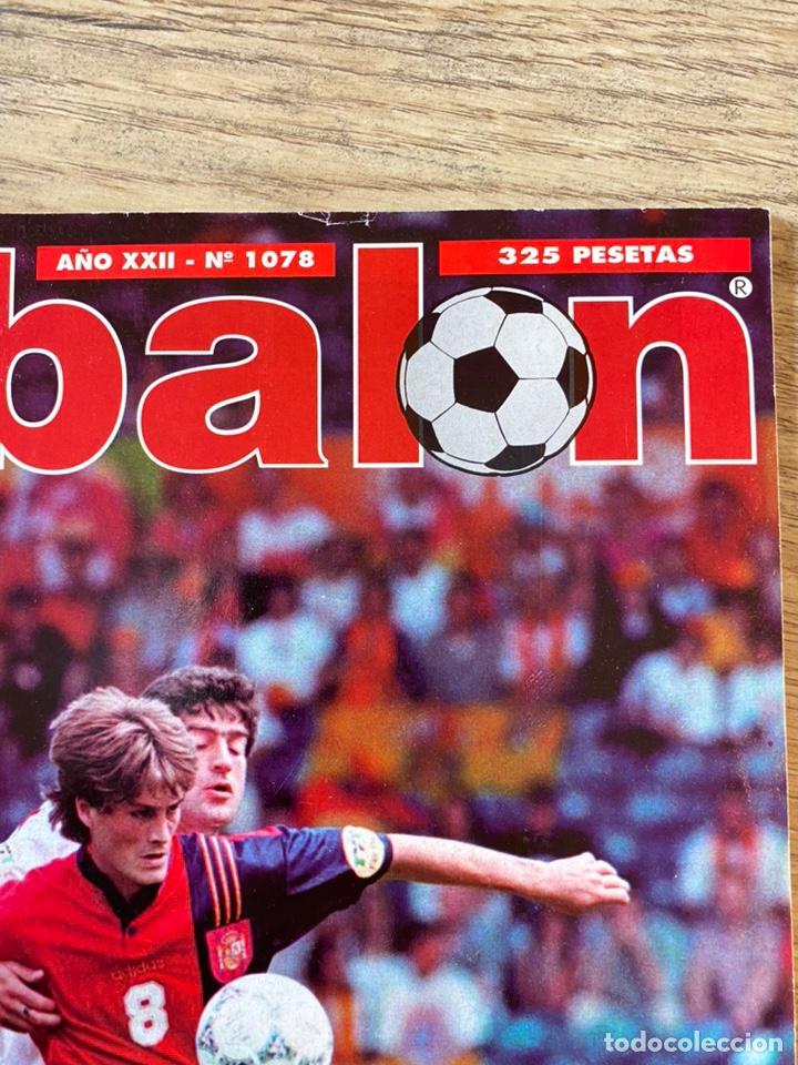 Coleccionismo deportivo: Lote España Eurocopa 1996 Fútbol Colección Balón Adidas Revista Don Balón y Naipes Fournier - Foto 8 - 215710777