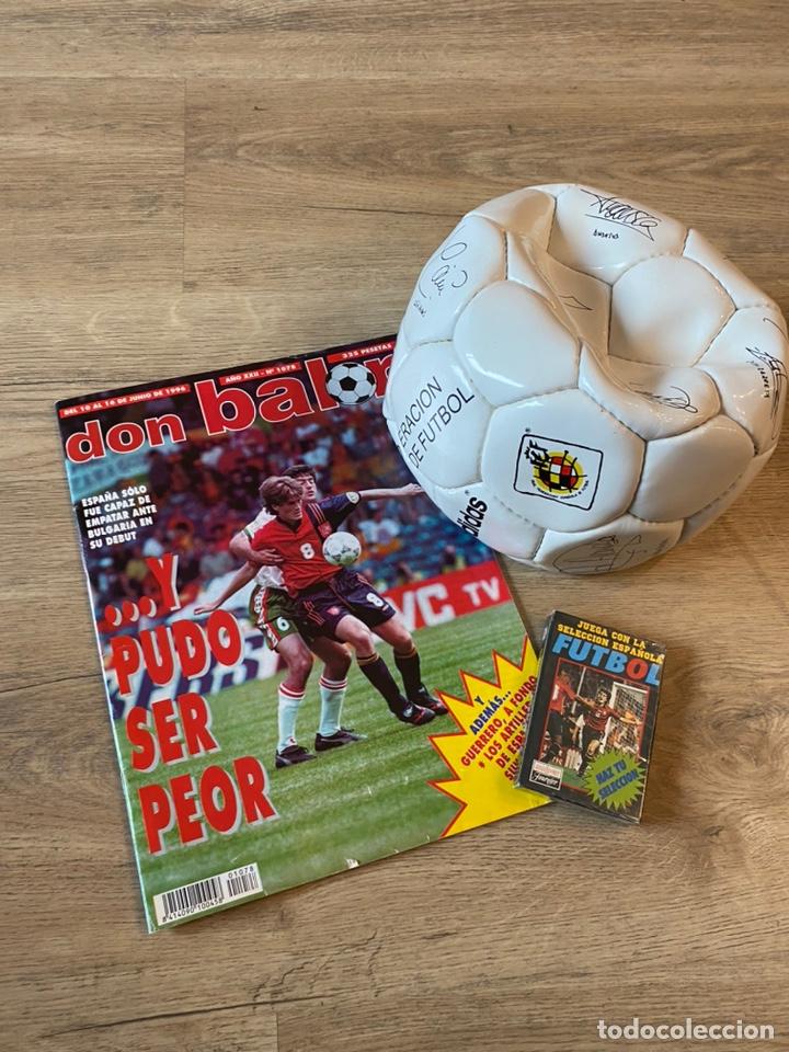 Coleccionismo deportivo: Lote España Eurocopa 1996 Fútbol Colección Balón Adidas Revista Don Balón y Naipes Fournier - Foto 2 - 215710777