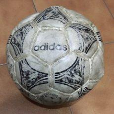 Coleccionismo deportivo: BALÓN DE FÚTBOL ADIDAS QUESTRA. BALÓN OFICIAL DEL MUNDIAL USA 1994. Lote 216400670