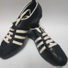 Coleccionismo deportivo: ZAPATILLAS DE FÚTBOL, AÑOS 1960-70. Lote 216621381