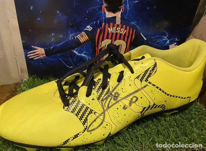 Coleccionismo deportivo: Bota Adidas firmada por Leo Messi con vitrina - Foto 3 - 201557030