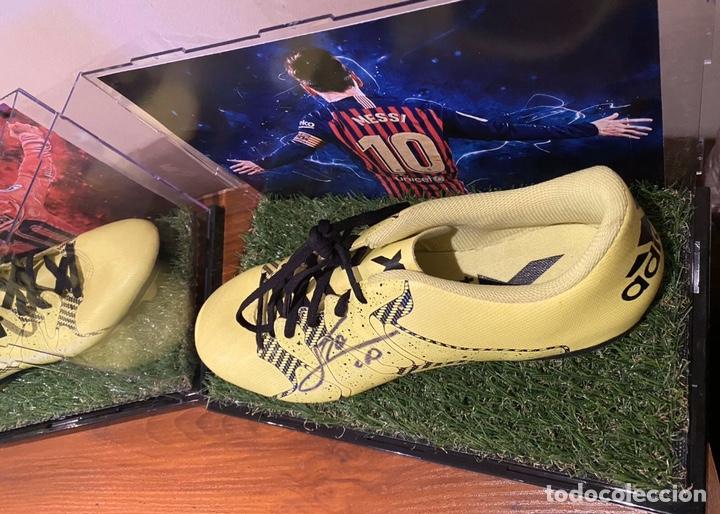 Coleccionismo deportivo: Bota Adidas firmada por Leo Messi con vitrina - Foto 4 - 201557030