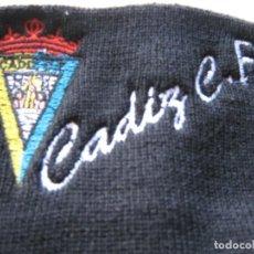 Coleccionismo deportivo: GORRO CADIZ CF NEGRA NUEVO NEW + BORDADA TOTAL ACRILICA AJUSTABLE CAP MUTZE. Lote 218913786