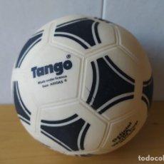 Coleccionismo deportivo: PELOTA ADIDAS TANGO, ITALIA.. Lote 219288537