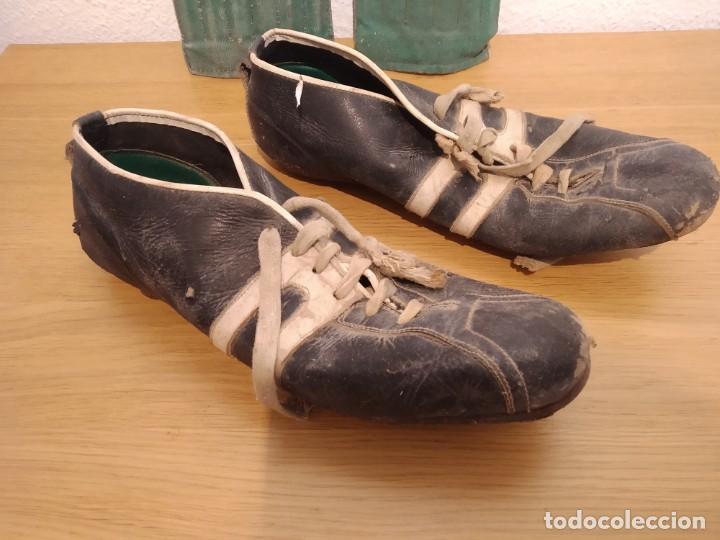Coleccionismo deportivo: Lote botas futbol antiguas años 30 / 40 - Foto 2 - 219511345