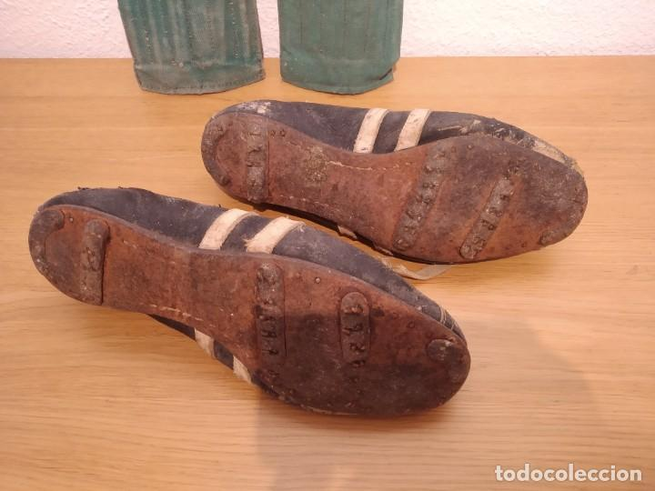 Coleccionismo deportivo: Lote botas futbol antiguas años 30 / 40 - Foto 3 - 219511345