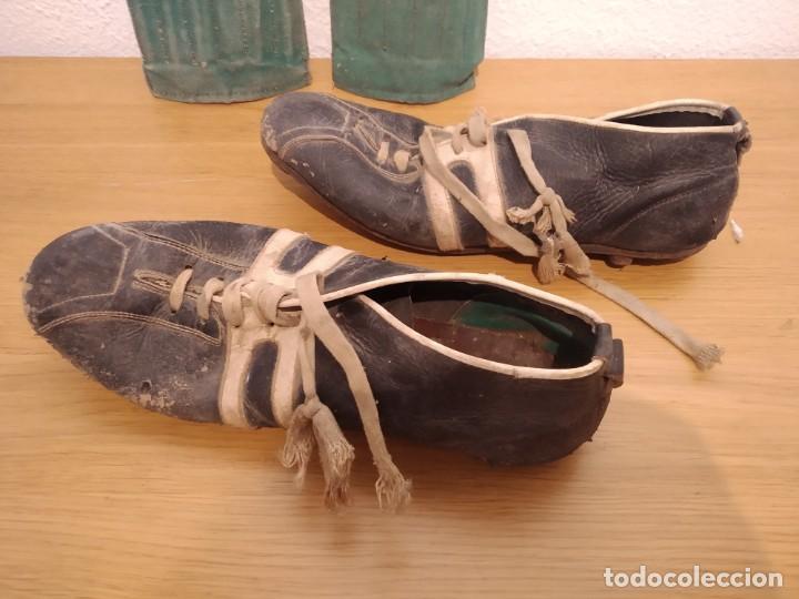 Coleccionismo deportivo: Lote botas futbol antiguas años 30 / 40 - Foto 4 - 219511345