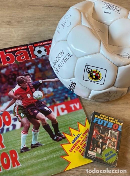 LOTE ESPAÑA EUROCOPA 1996 FÚTBOL COLECCIÓN BALÓN ADIDAS REVISTA DON BALÓN Y NAIPES FOURNIER (Coleccionismo Deportivo - Material Deportivo - Fútbol)