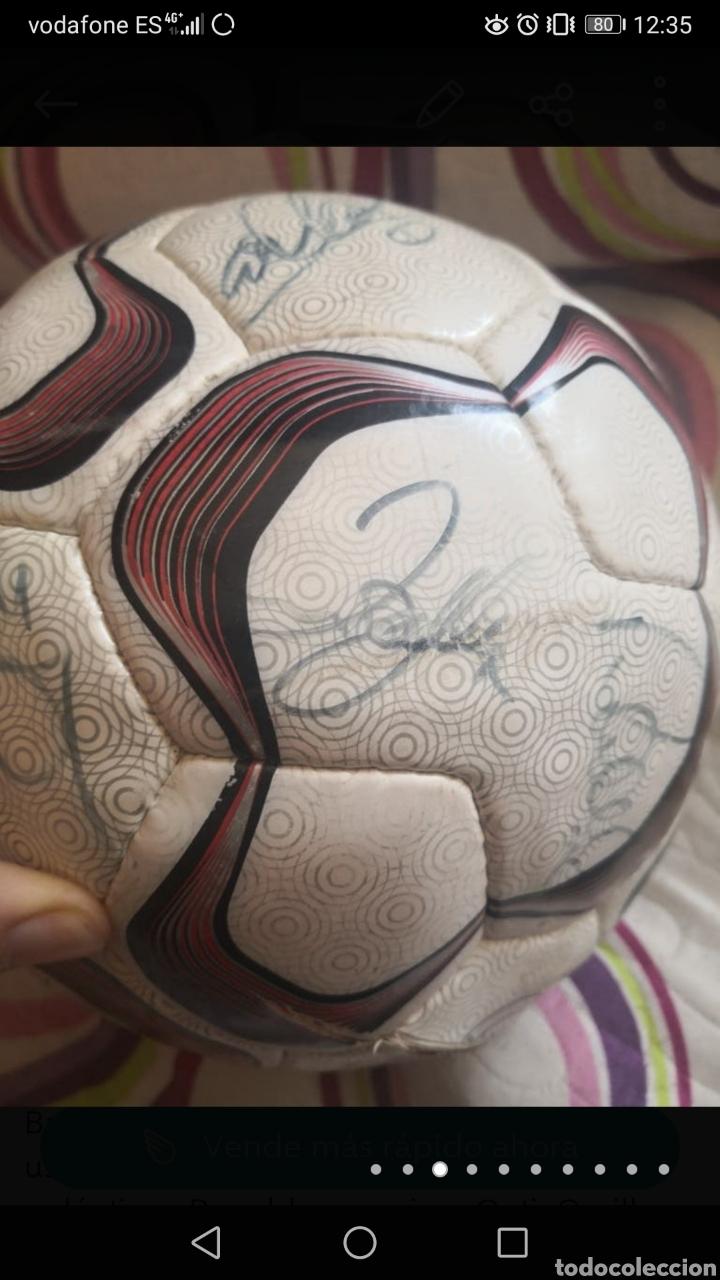 Coleccionismo deportivo: Balón de la liga usado en partido, firmado equipo real Madrid 2006/7 + foto - Foto 3 - 222013158