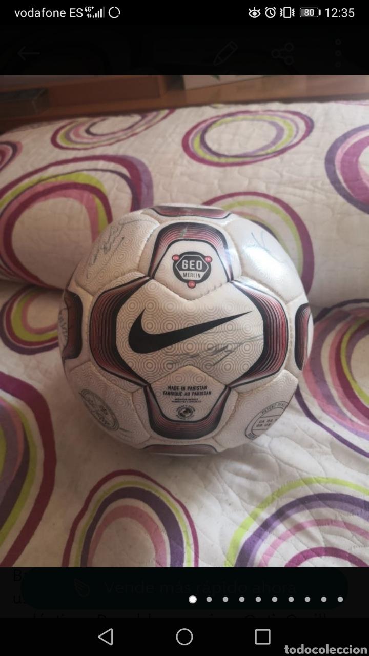 BALÓN DE LA LIGA USADO EN PARTIDO, FIRMADO EQUIPO REAL MADRID 2006/7 + FOTO (Coleccionismo Deportivo - Material Deportivo - Fútbol)