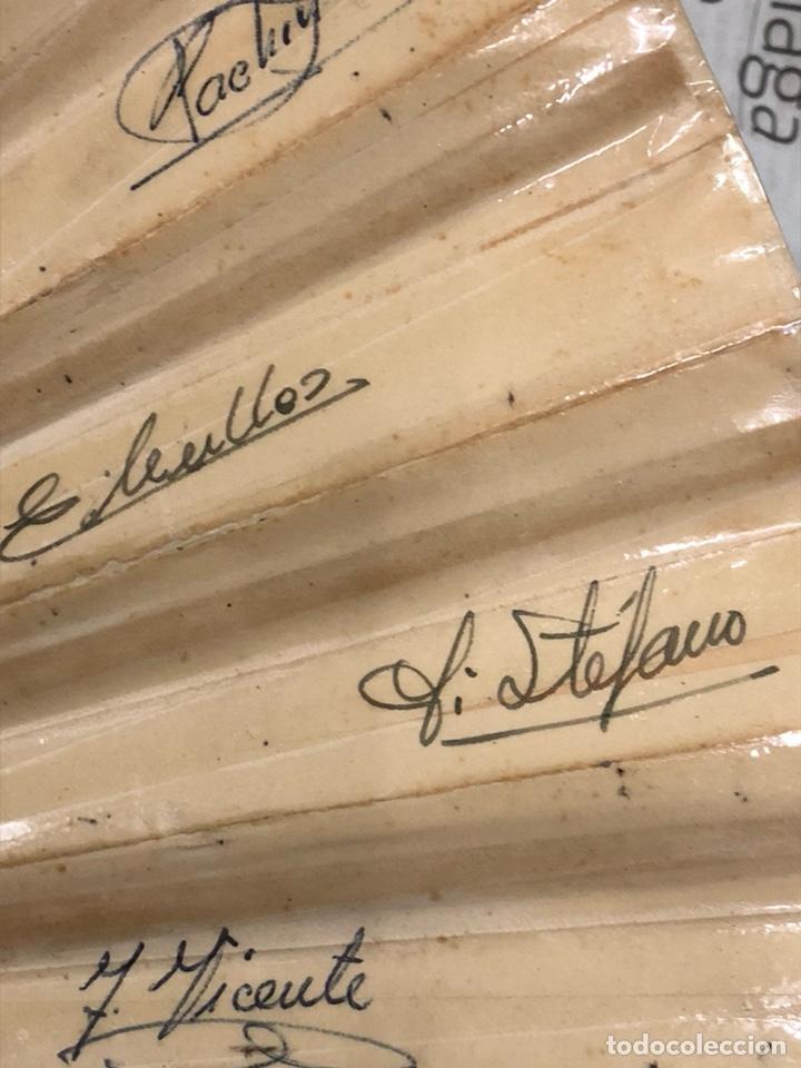 Coleccionismo deportivo: Magnifico abanico firmado por los futbolistas Del Real madrid, años 60 - Foto 2 - 222605823