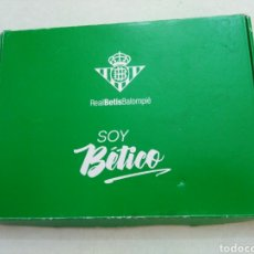 Coleccionismo deportivo: CAJA SOY BETICO, REAL BETIS BALOMPIE ( 90X119 ). Lote 223647835