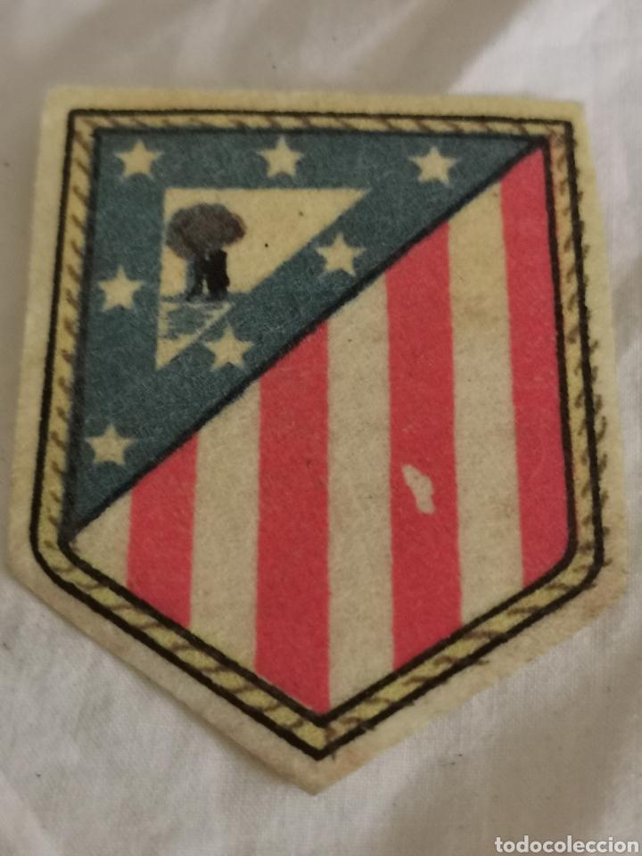 ESCUDO DEL AT DE MADRID (Coleccionismo Deportivo - Material Deportivo - Fútbol)