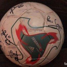 Coleccionismo deportivo: BALON USADO FINAL FUTSAL MUNDIAL 2002 FIRMADO EQUIPO ESPAÑA CAMPEON FUTBOL SALA. Lote 231865640