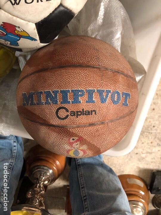 Coleccionismo deportivo: Lote de 5 balones, fútbol y baloncesto - Foto 2 - 232447120
