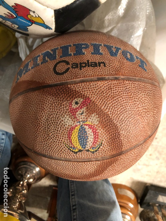 Coleccionismo deportivo: Lote de 5 balones, fútbol y baloncesto - Foto 3 - 232447120