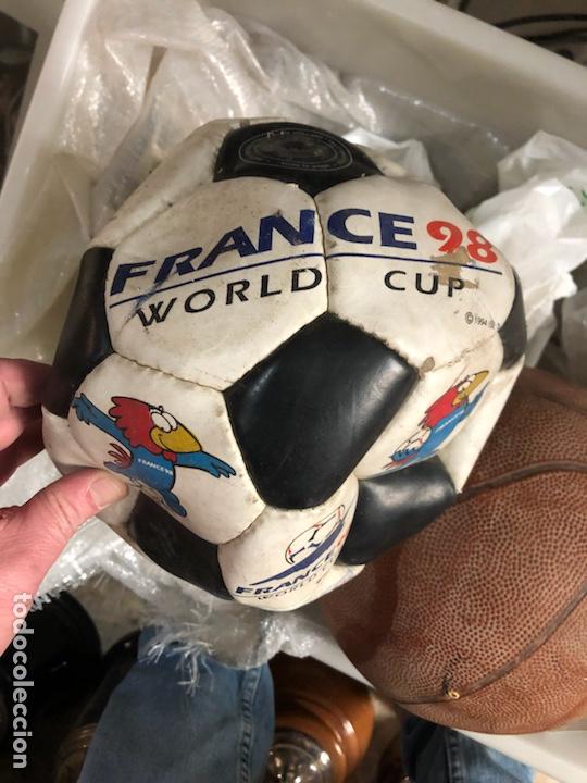 Coleccionismo deportivo: Lote de 5 balones, fútbol y baloncesto - Foto 4 - 232447120