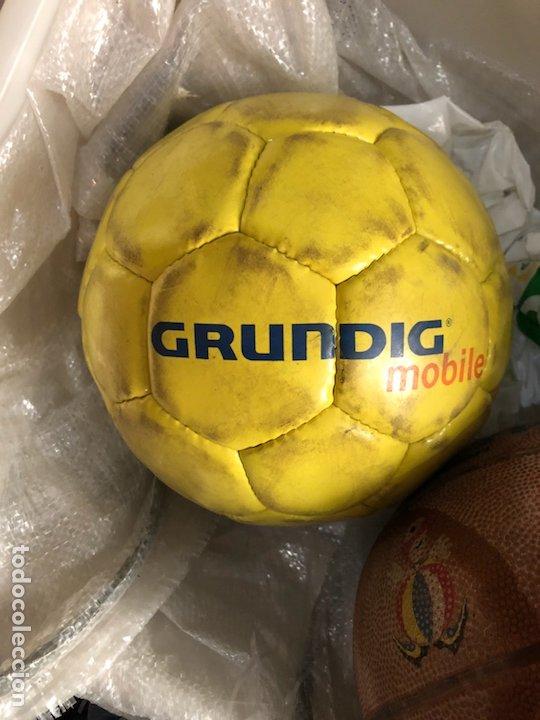 Coleccionismo deportivo: Lote de 5 balones, fútbol y baloncesto - Foto 7 - 232447120