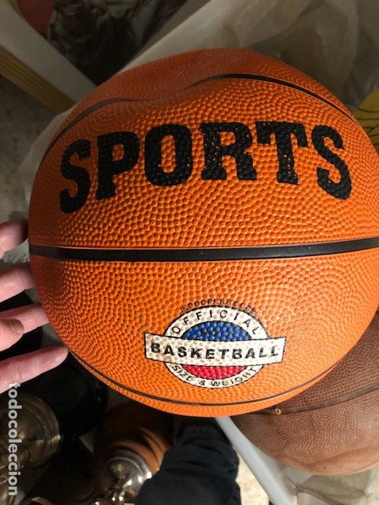 Coleccionismo deportivo: Lote de 5 balones, fútbol y baloncesto - Foto 9 - 232447120