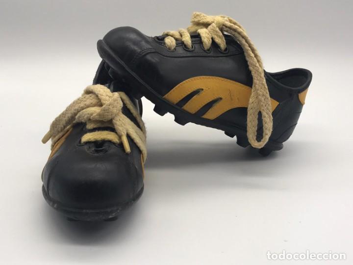ANTIGUAS BOTAS DE FUTBOL DE NIÑO AÑOS 60/70 HECHAS EN ESPAÑA (Coleccionismo Deportivo - Material Deportivo - Fútbol)