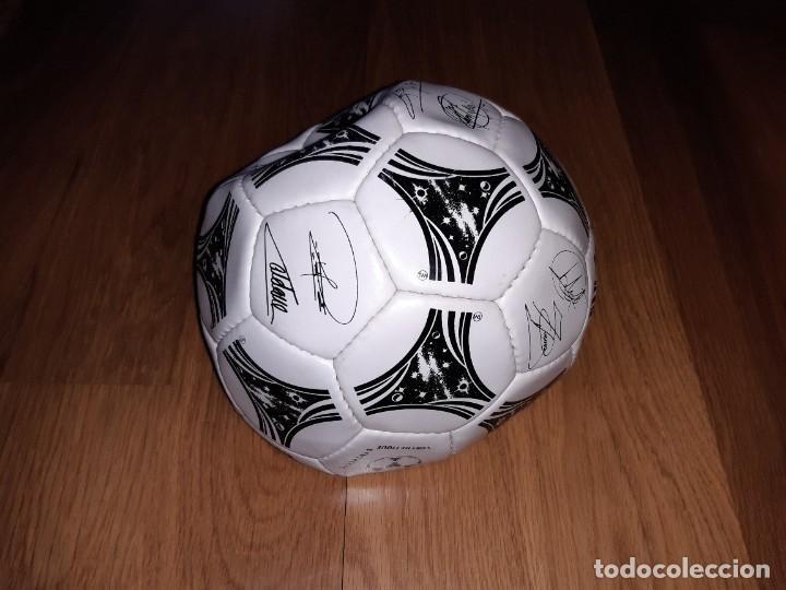 BALÓN SELECCIÓN FIRMADO (IMPRESAS). MUNDIAL 1994, ADIDAS QUESTRA SIGNATURE. EXTERIOR BIEN, NO HINCHA (Coleccionismo Deportivo - Material Deportivo - Fútbol)