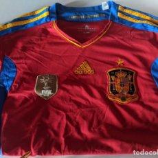 Coleccionismo deportivo: CAMISETA ADIDAS SELECCION ESPAÑOLA CAMPEONATO DEL MUNDO 2010 - ESPAÑA - CAMPEONES. Lote 236160740