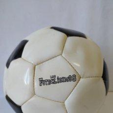Coleccionismo deportivo: BALON LOS FUTBOLISIMOS, EDITORIAL S.M.. Lote 236653340