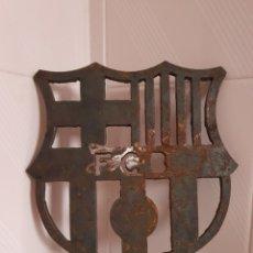 Coleccionismo deportivo: ESCUDO DEL FÚTBOL CLUB BARCELONA POR FAVOR LEER DESCRIPCIÓN. Lote 238820885