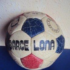 Coleccionismo deportivo: (F-220103)BALON MUNDIAL 82 BARCELONA FIRMAS DE MARADONA,QUINI,ARTOLA,SANCHEZ,GERARDO,ETC.. Lote 239416495