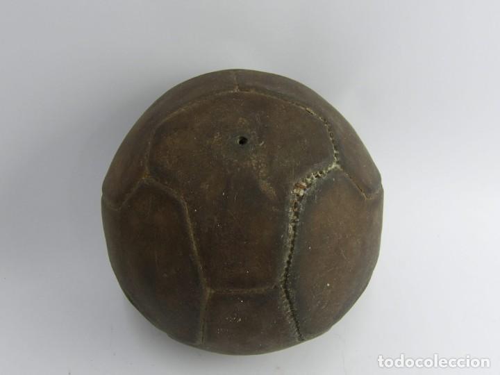 BALON DE FUTBOL DE REGLAMENTO, AÑOS 40 - 50, FORMADO POR 12 GAJOS EN FORMA DE T, TOTALMENTE ORIGINAL (Coleccionismo Deportivo - Material Deportivo - Fútbol)