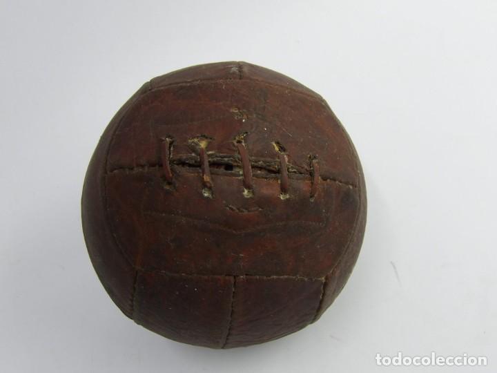 BALON DE FUTBOL DE REGLAMENTO, AÑOS 30, REALIZADO CON 12 GAJOS PENTAGONALES, TAL Y COMO PUEDE VERSE (Coleccionismo Deportivo - Material Deportivo - Fútbol)