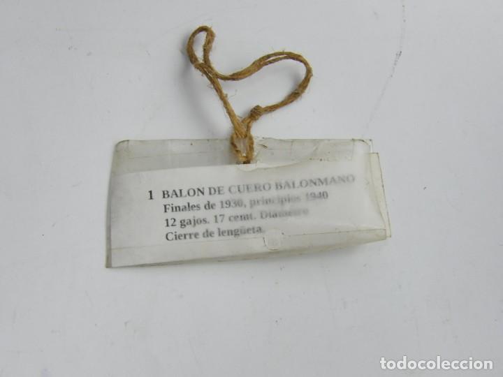 Coleccionismo deportivo: BALON DE FUTBOL DE REGLAMENTO, AÑOS 30, REALIZADO CON 12 GAJOS PENTAGONALES, TAL Y COMO PUEDE VERSE - Foto 6 - 240808660