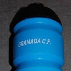 Coleccionismo deportivo: GRANADA C.F. BOTE POWERADE CON ESTAMPACION DEL ESCUDO DEL GRANADA. Lote 240950755