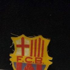 Coleccionismo deportivo: ANTIGUO ESCUDO DE TELA - F.C. BARCELONA - PARA CAMISETA. Lote 243011535