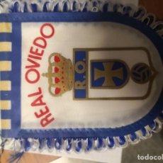 Colecionismo desportivo: 2 BANDERINES DE FÚTBOL PEQUEÑOS REAL MADRID Y REAL OVIEDO. Lote 243670920