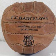 Coleccionismo deportivo: BALON CUERO F.C.BARCELONA INAUGURACIÓ CAMP NOU 1957. Lote 292121853