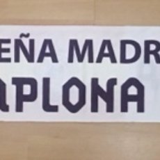 Coleccionismo deportivo: BUFANDA PEÑA MADRIDISTA PAMPLONA BLANCA REAL MADRID. Lote 253736670