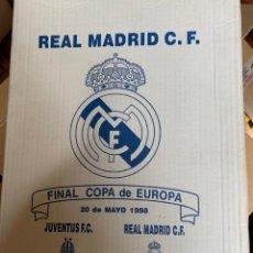 Coleccionismo deportivo: FINAL COPA DE EUROPA. REAL MADRID VA JUVENTUS. CAJA CONMEMORATIVA CON CAMISETA BUFANDA BANDERA Y .... Lote 262297655