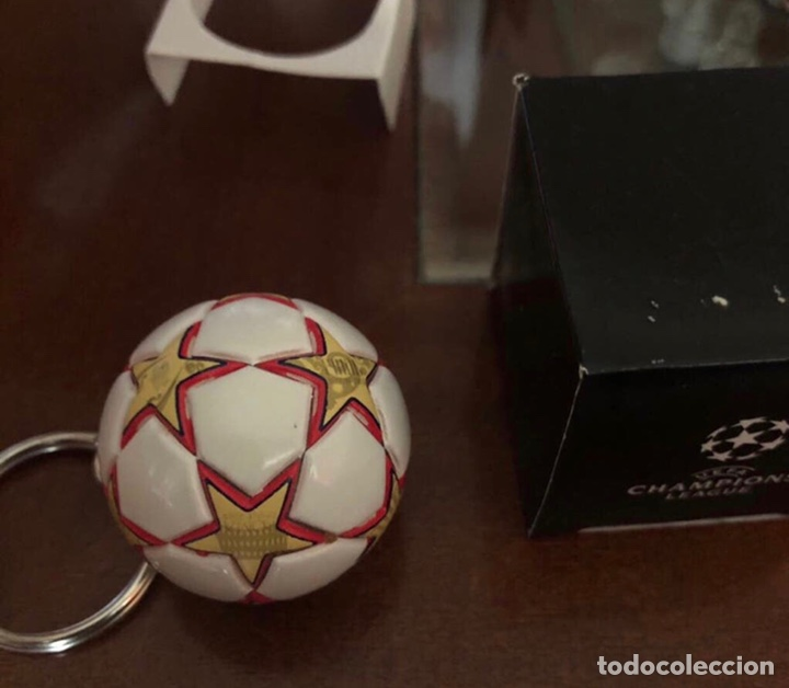 Coleccionismo deportivo: Llavero Balón Final Champions Madrid 2010 - Foto 2 - 262857525