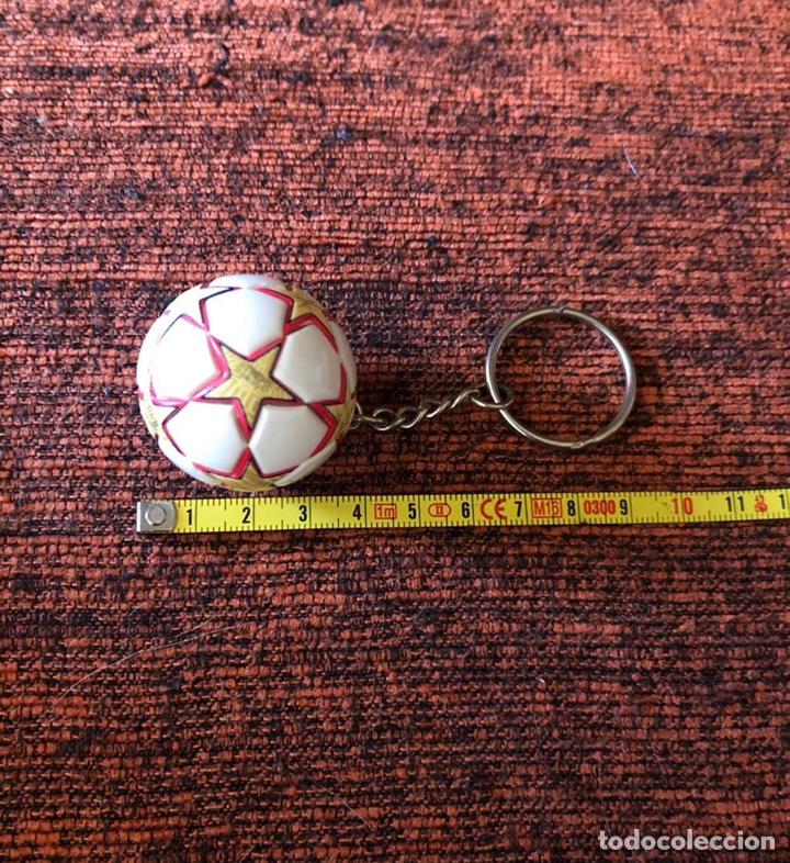 Coleccionismo deportivo: Llavero Balón Final Champions Madrid 2010 - Foto 4 - 262857525