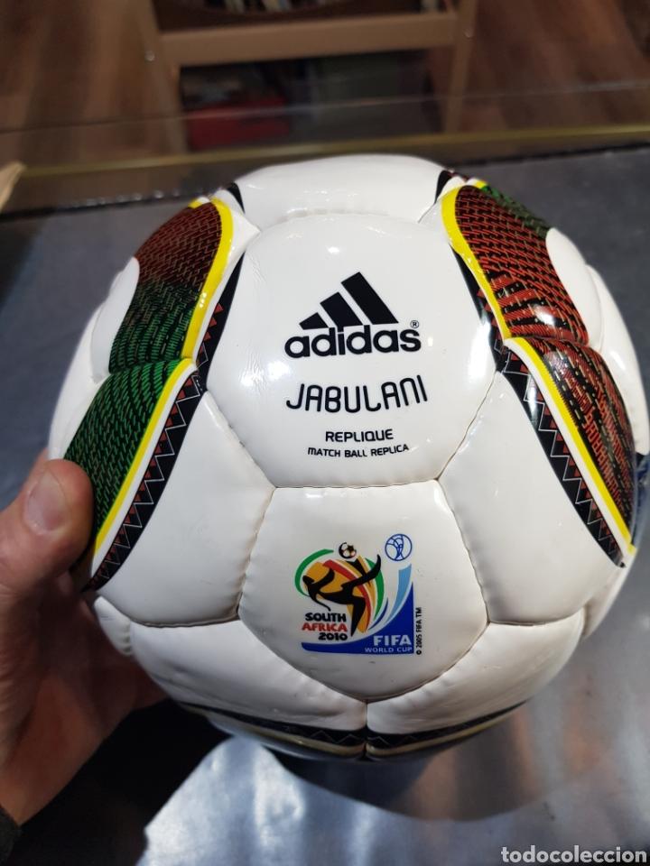 BALÓN FÚTBOL ADIDAS 2010 JABULANI PRÁCTICAMENTE NUEVO CON LAS PEGATINAS (Coleccionismo Deportivo - Material Deportivo - Fútbol)