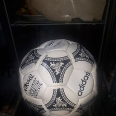 Coleccionismo deportivo: BALON ADIDAS ETRUSCO SIGNATURE FIRMADO OFICIAL NUNCA JUGADO NUNCA HINCHADO. Lote 264705239
