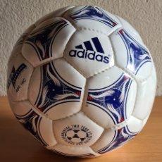 Coleccionismo deportivo: BALÓN ADIDAS TRICOLORE MUNDIAL FÚTBOL FRANCIA 1998 OFFICIAL WORLD CUP BALL SOCCER. Lote 268845754