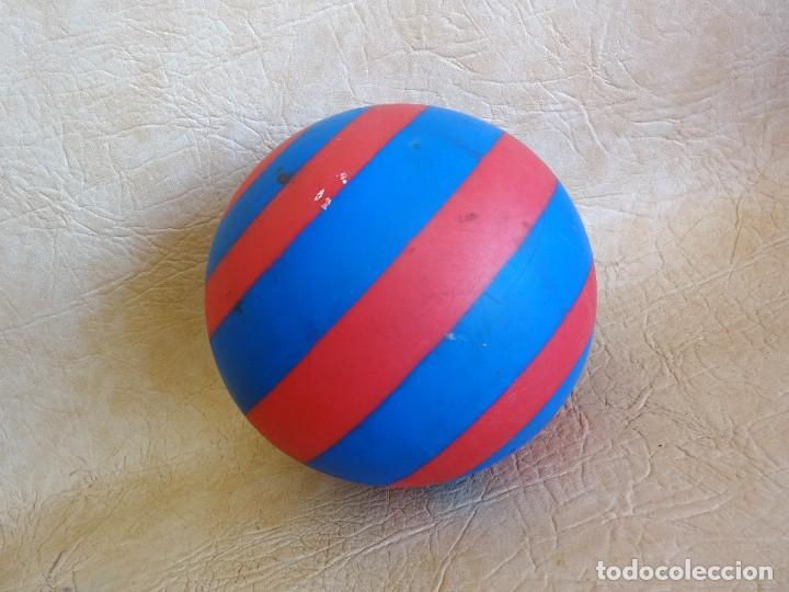 Coleccionismo deportivo: antigua pelota pvc años 60 - 70 barça - Foto 2 - 268849309
