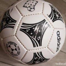 Coleccionismo deportivo: BALÓN ADIDAS QUESTRA 1994 MUNDIAL EEUU. Lote 268927274
