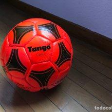 Coleccionismo deportivo: BALÓN FÚTBOL TANGO ADIDAS DE 1982. Lote 269953918