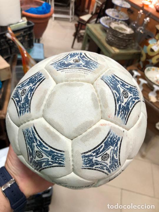 Coleccionismo deportivo: ANTIGUO BALON DE FUTBOL SALA ADIDAS - Foto 3 - 272202618