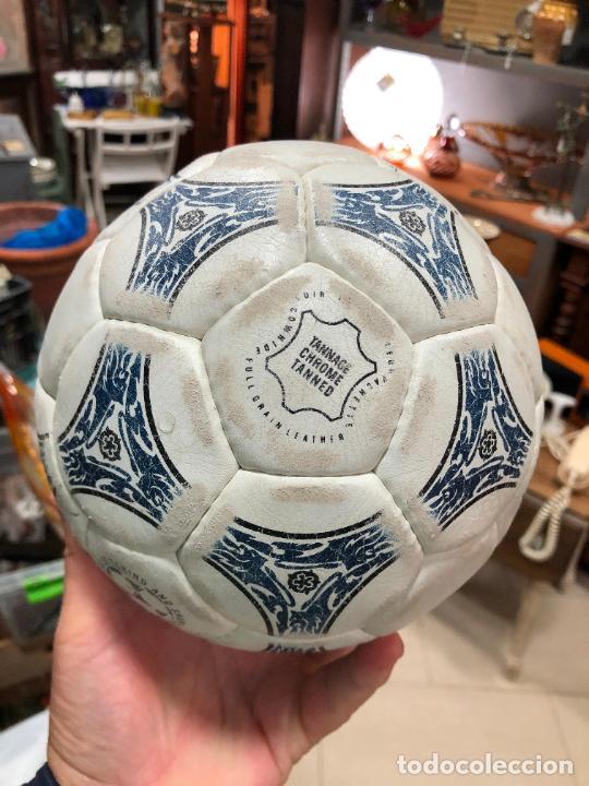 Coleccionismo deportivo: ANTIGUO BALON DE FUTBOL SALA ADIDAS - Foto 4 - 272202618